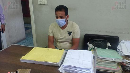 موظفو المحكمة بالكمامات أثناء العمل (2)