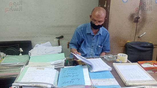 موظفو المحكمة بالكمامات أثناء العمل (5)