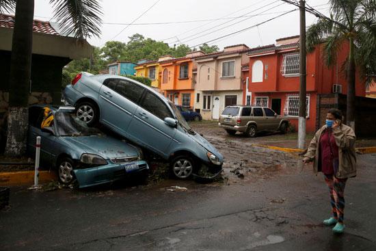 الأضرار المادية جراء الاعصار