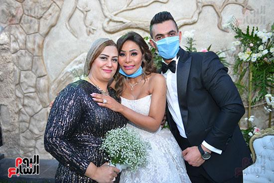 الدكتورة جيهان والعروسان