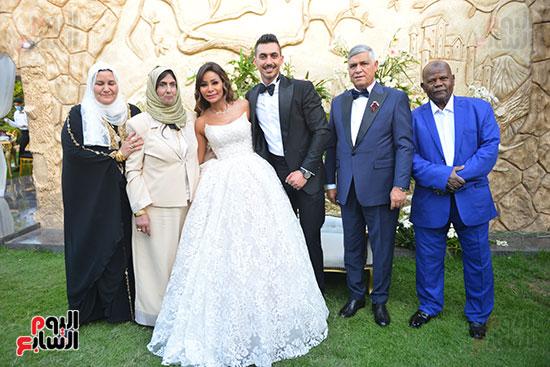 أسرة العريس والعروسة