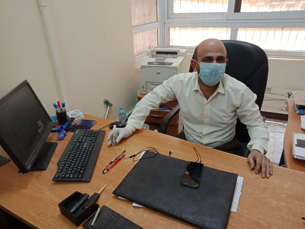 مكاتب الشهر العقاري بأسيوط تستقبل المواطنين (3)