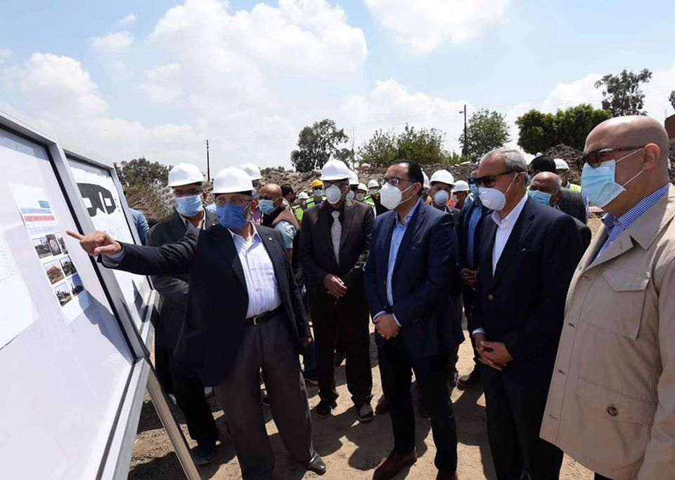 رئيس الوزراء خلال تفقد محطات المياه بالقليوبية