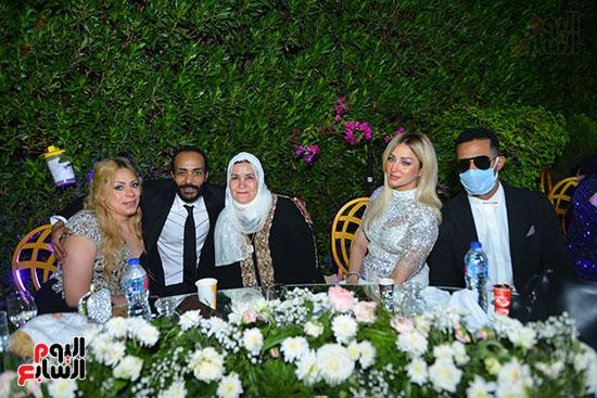 محمد رمضان وزوجته ووالدته وشقيقه محمود رمضان وزوجته