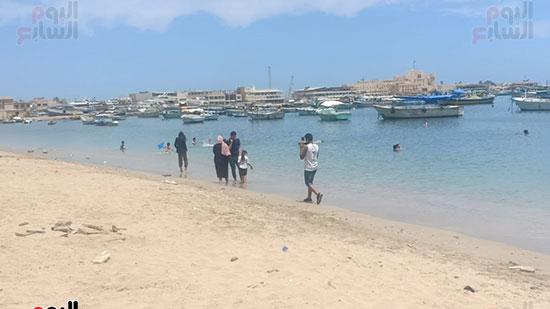 تجمعات المواطنين على شواطئ الإسكندرية (3)