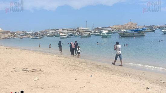 تجمعات المواطنين على شواطئ الإسكندرية (9)