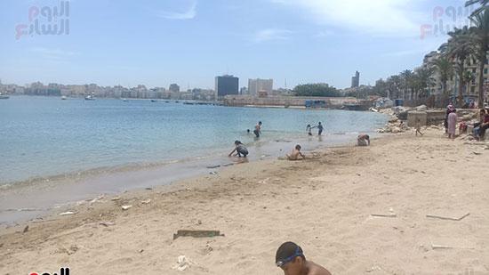 تجمعات المواطنين على شواطئ الإسكندرية (11)