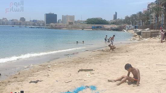 تجمعات المواطنين على شواطئ الإسكندرية (6)
