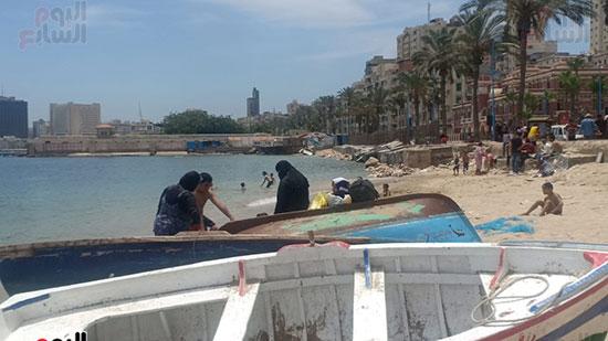 تجمعات المواطنين على شواطئ الإسكندرية (2)