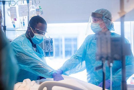 نجاح زرع رئة لفتاة أمريكية تعافت من كورونا بعد أن دمرها الفيروس (1)