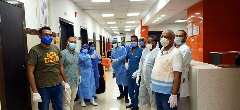 الفريق الطبى بمستشفى العديسات معالحالات المتعافية
