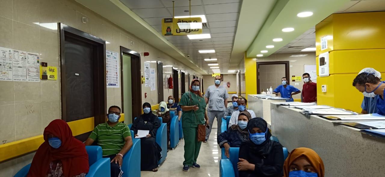 جانب من فرحة التعافى بالمستشفى