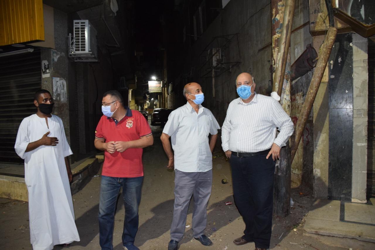 السكرتير المساعد للأقصر يقود حملة نظافة بالشوارع الرئيسية  (1)
