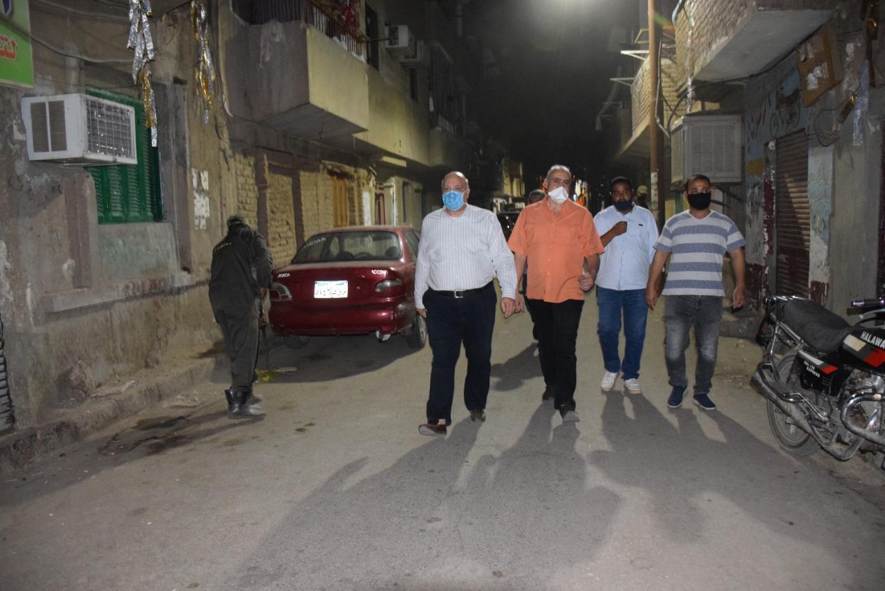 السكرتير المساعد للأقصر يقود حملة نظافة بالشوارع الرئيسية  (2)