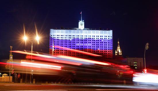 علم روسيا يزين مبنى الكرملين خلال الاحتفالات