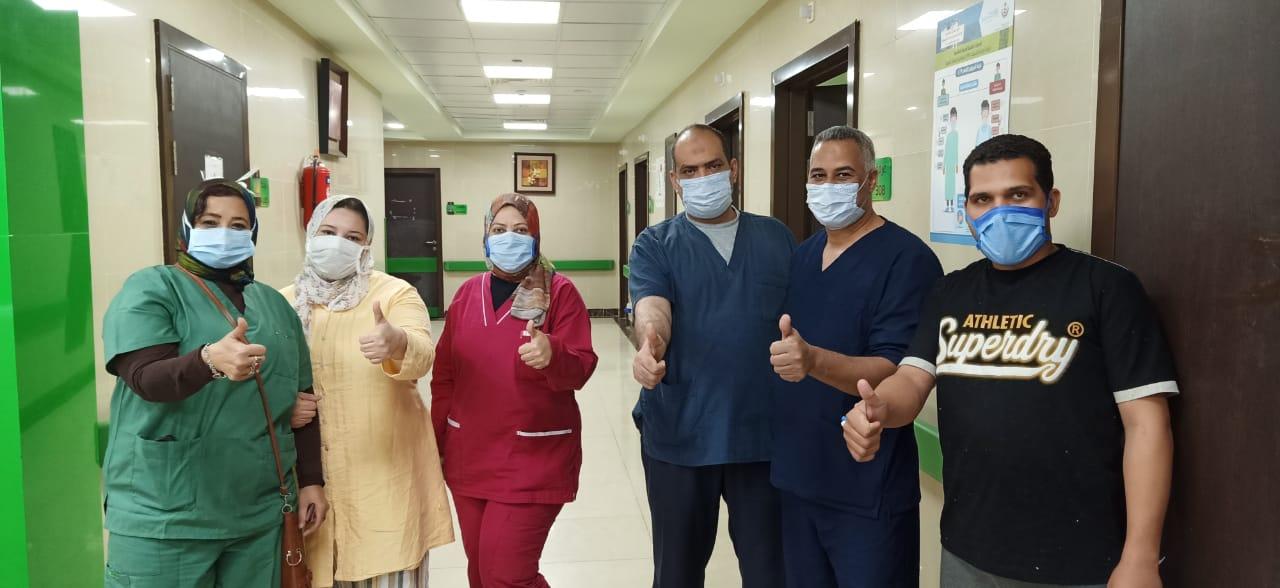 سعادة الفرق الطبية بخروج المتعافين من المستشفى
