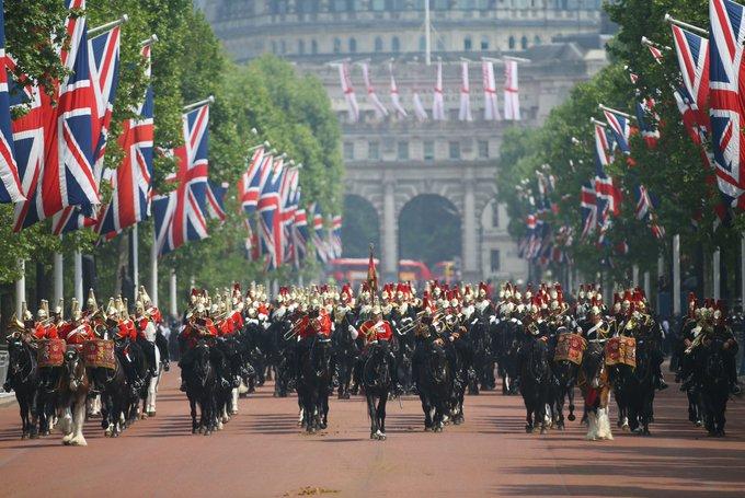 عيد ميلاد ملكة بريطانيا.jpg 2