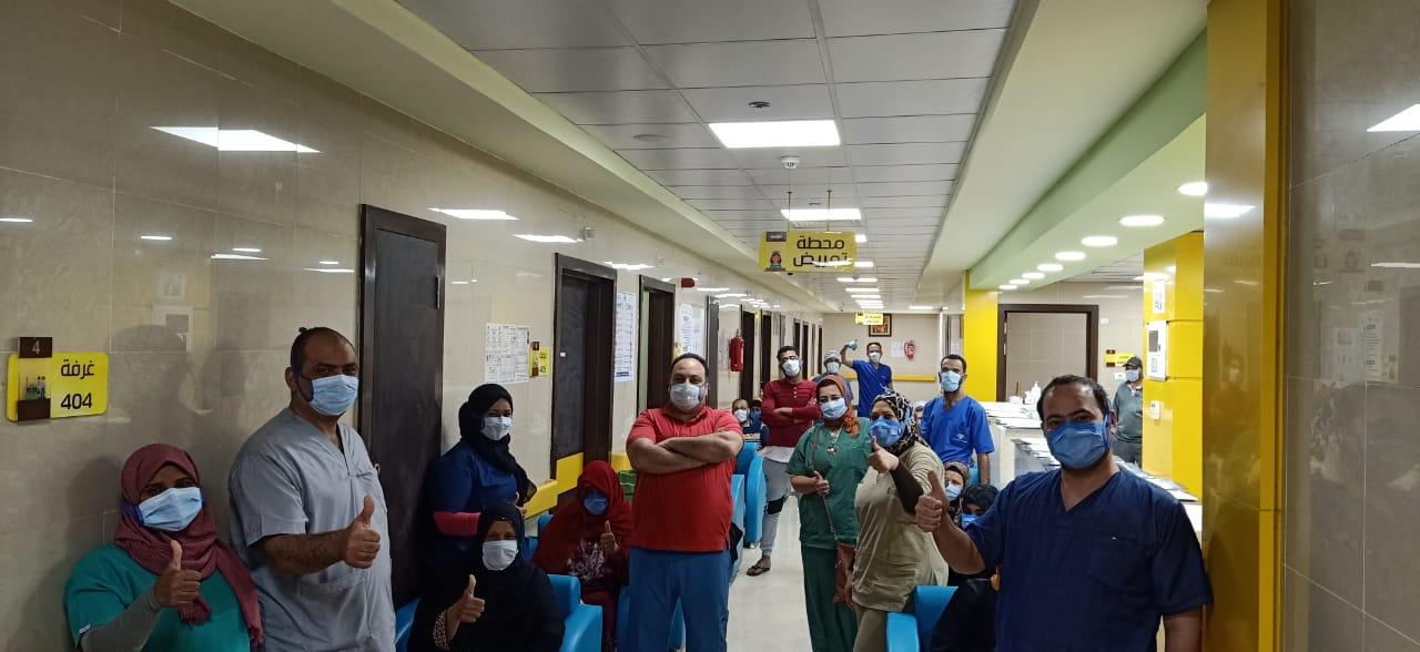 فرحة فريق مستشفى اسنا بخروج المتعافين