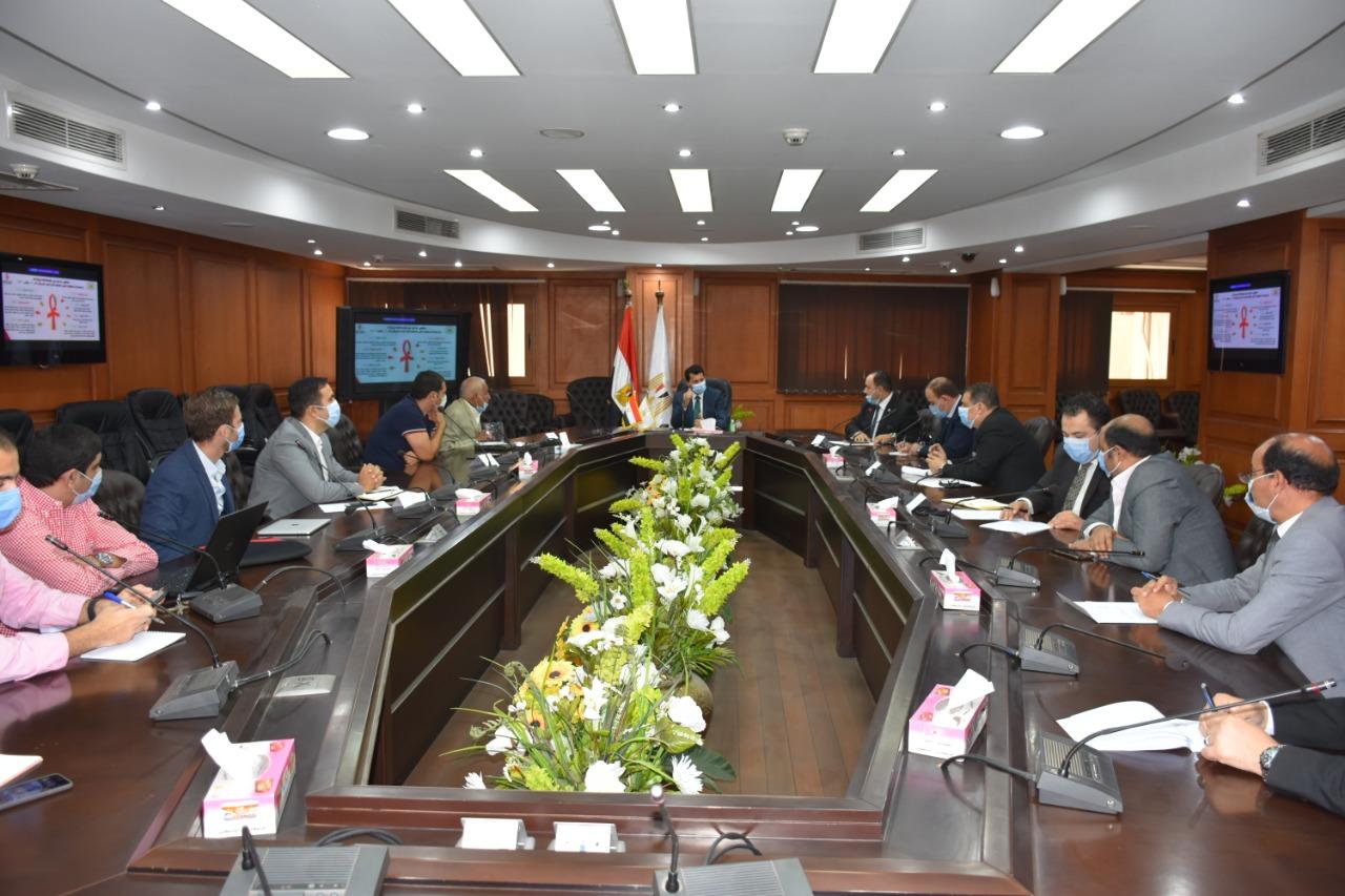 أشرف صبحي مع اللجنة المنظمة لليد