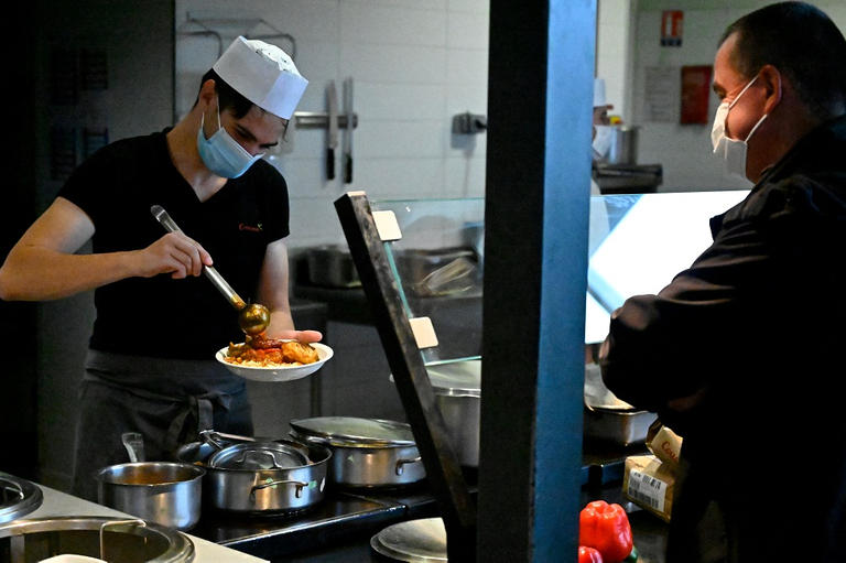 135-160622-major-french-restaurants-white-army-2