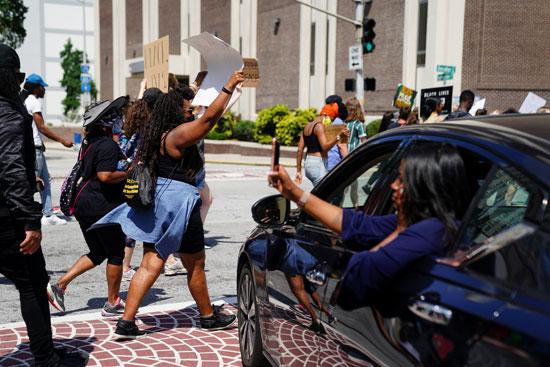 مسيرات فى أتلانتا ضد عنصرية الشرطة الأمريكية