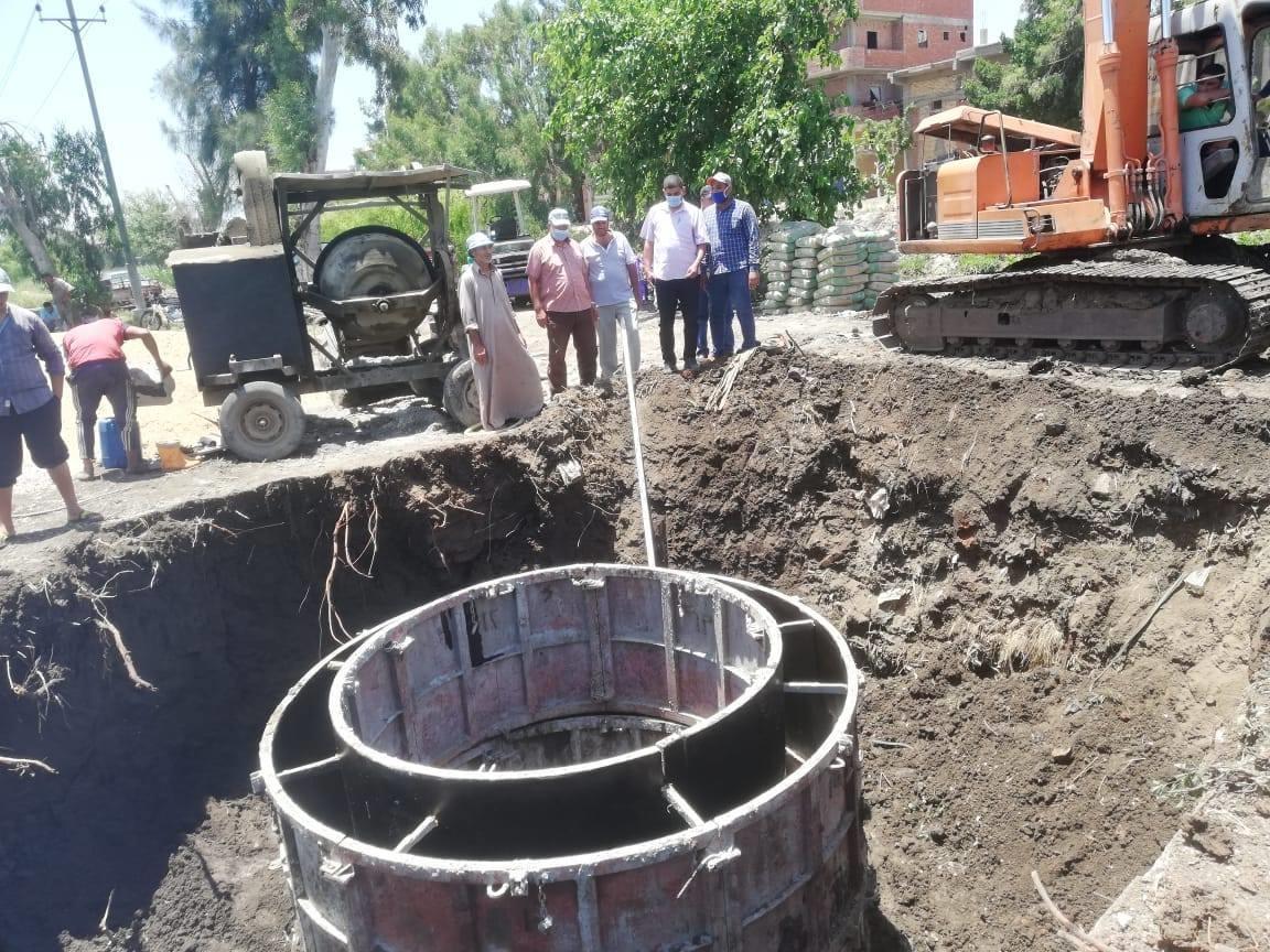 قياسات للتأكد من كفاءة احدى محطات رفع المياه بالفيوم (2)