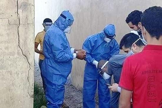 أهالى المندورة بكفر الشيخ يشيعون جثمان أحد ضحايا كورونا  (1)
