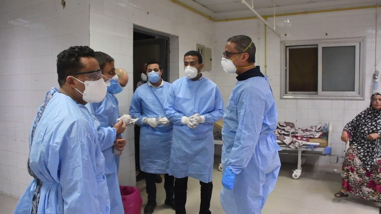 محافظ الفيوم يفاجئ المستشفى العام (1)