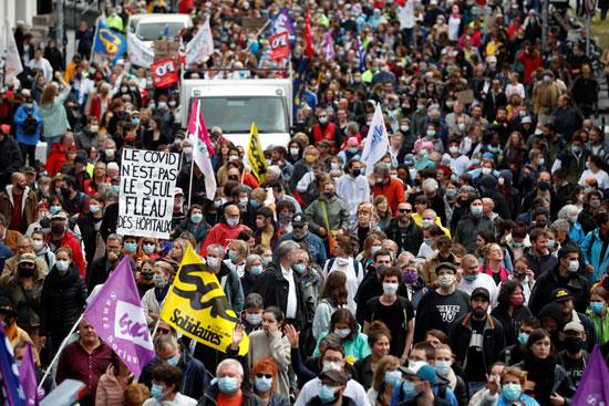 مظاهرات للعاملين الصحيين فى فرنسا لتحسين أجورهم
