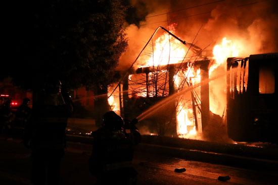 رجال الطفاء بالبرازيل يحاولون السيطرة على الحرائق