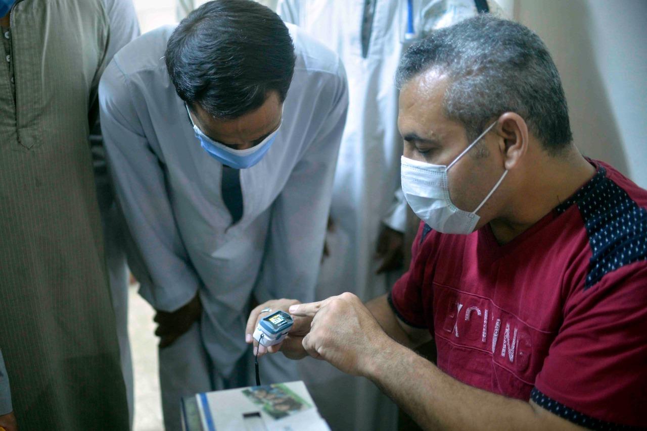 دورة تدريبية بقرية طفنيس للمتطوعين وطلبة الطب لمتابعة حالات العزل المنزلى  (2)