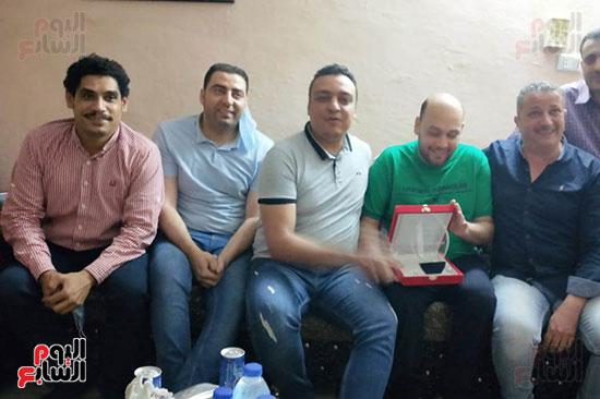 شباب كفر الشيخ يكرمون الطبيب البطل محمود سامى (5)