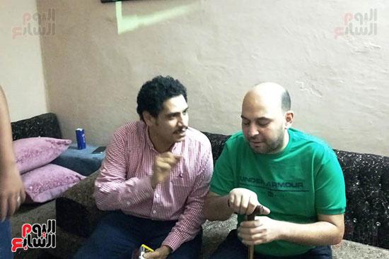 شباب كفر الشيخ يكرمون الطبيب البطل محمود سامى (4)
