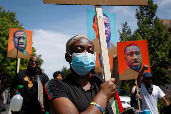 صور جورج فلويد خلال المظاهرات