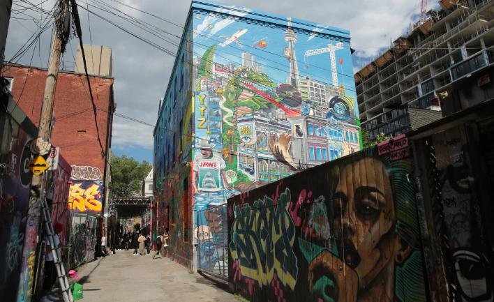 رسوم الجرافتي تغطى شوارع كندا