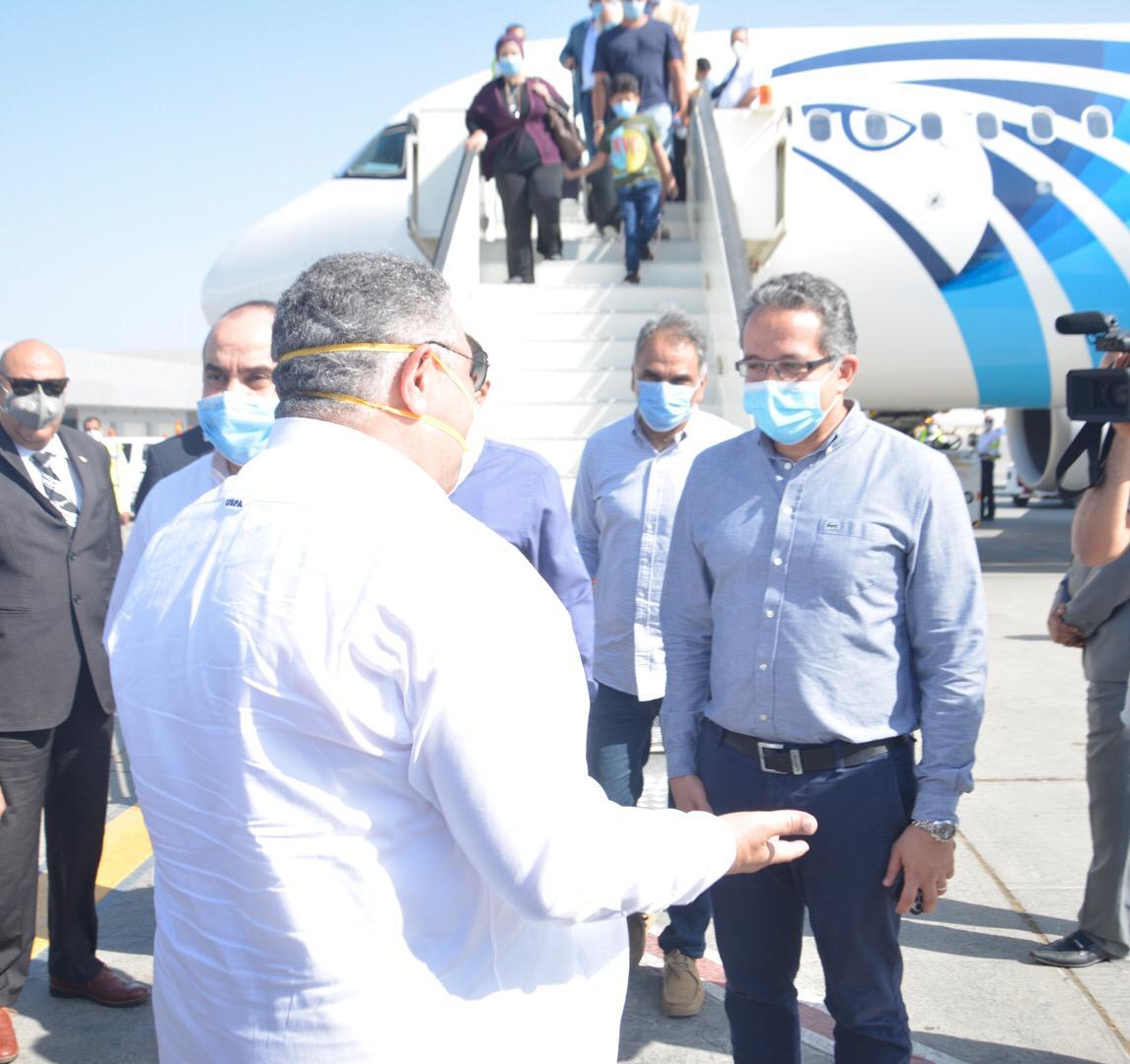 محافظ البحر الأحمر خلال استقباله وزير السياحة (3)