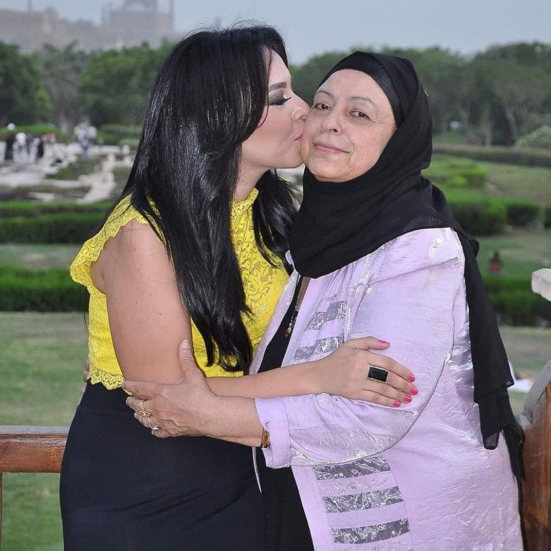 مروة ناجي مع والدتها الراحلة