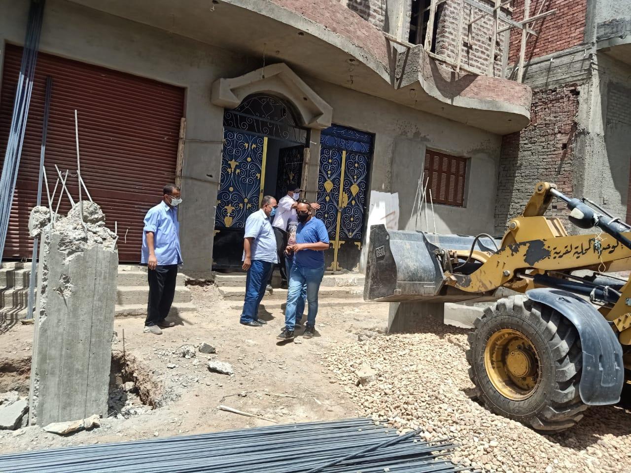 حملات إزالة بحي شرق ومنفلوط (6)