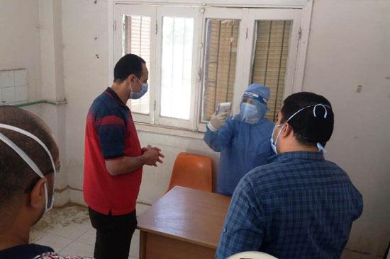 وكيل صحة سوهاج يتفقد مستشفى العسيرات  (2)