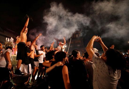 احتفالات جماهيرر نابولى فى شوارع روما