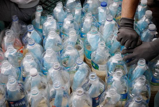زجاجات بلاستيك فارغة