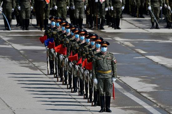 صف للقوات المسلحة الروسية خلال استعدادات الحفل
