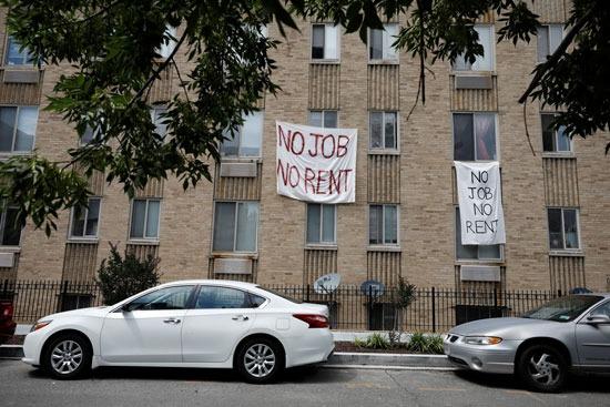 لافتات لا عمل لا إيجار على المبنى