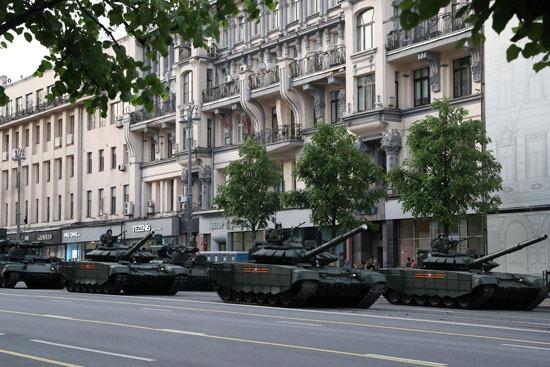 جانب من عروض الدبابات فى الشوارع