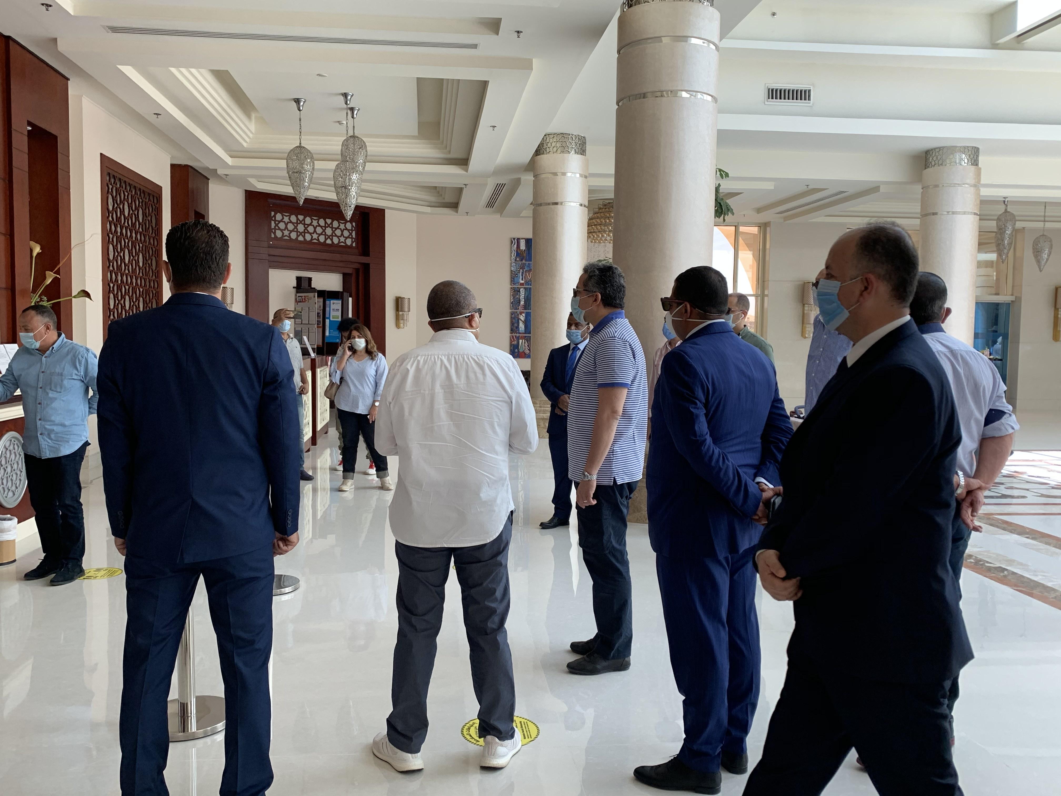 وزير السياحة يتفقد الضوابط بفنادق الغردقة  (9)