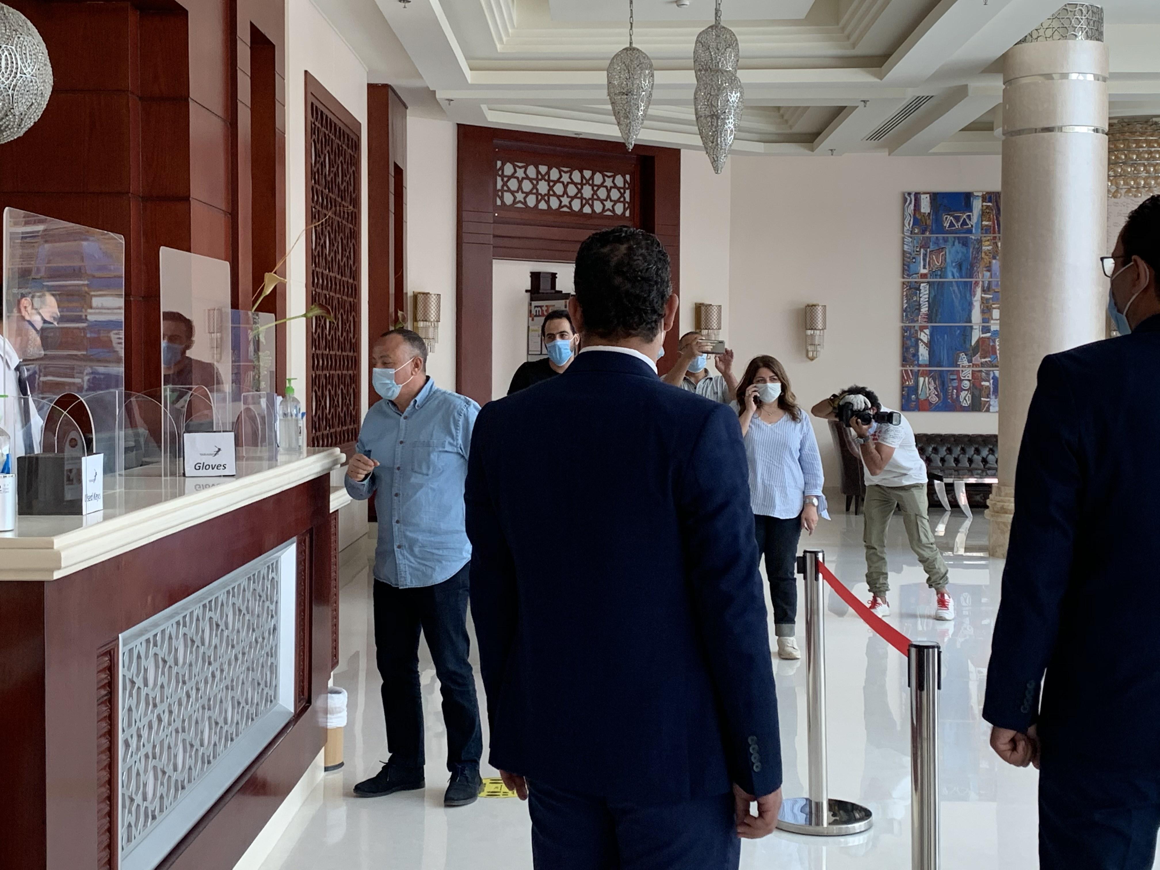 وزير السياحة يتفقد الضوابط بفنادق الغردقة  (7)