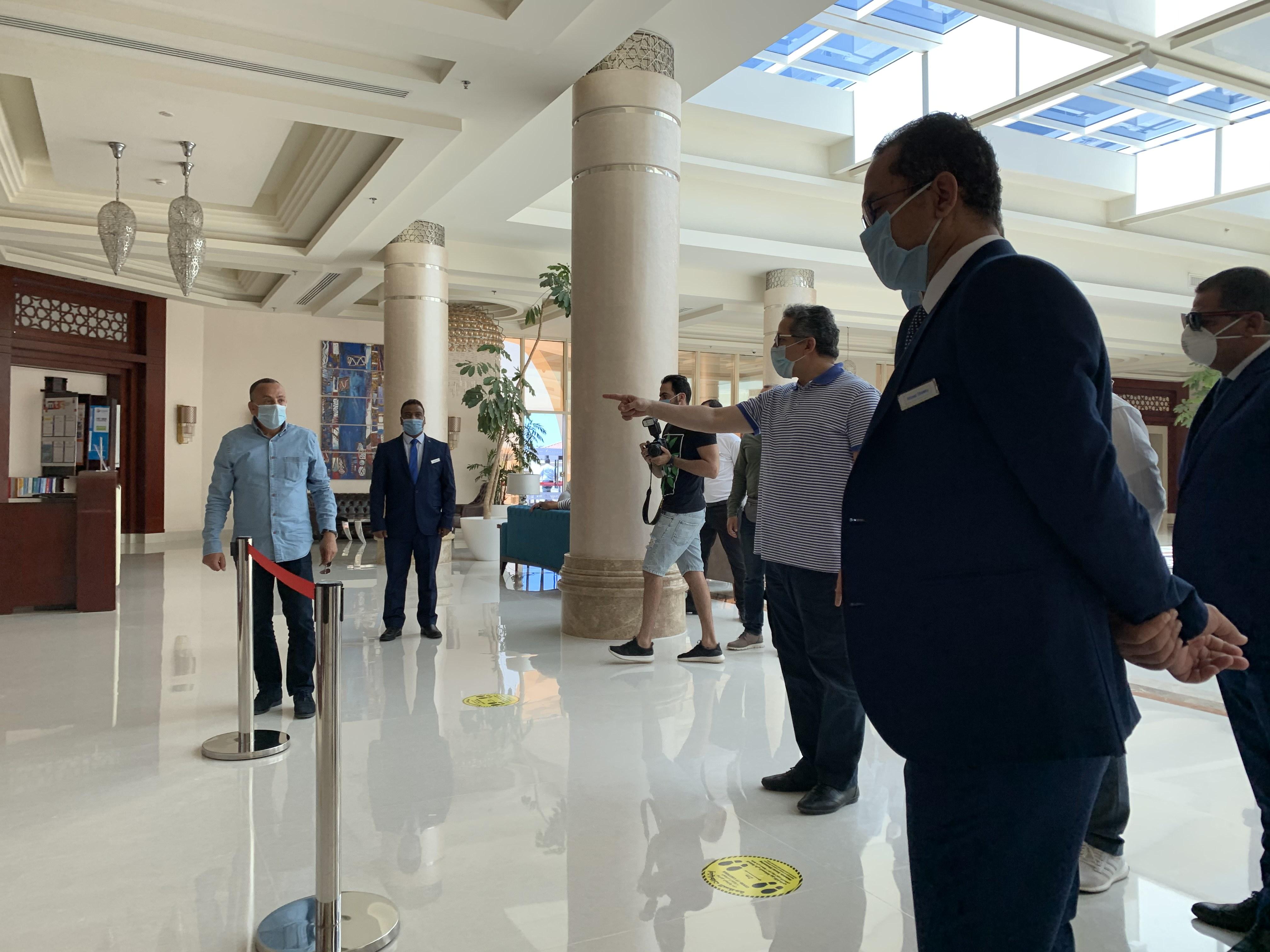 وزير السياحة يتفقد الضوابط بفنادق الغردقة  (6)