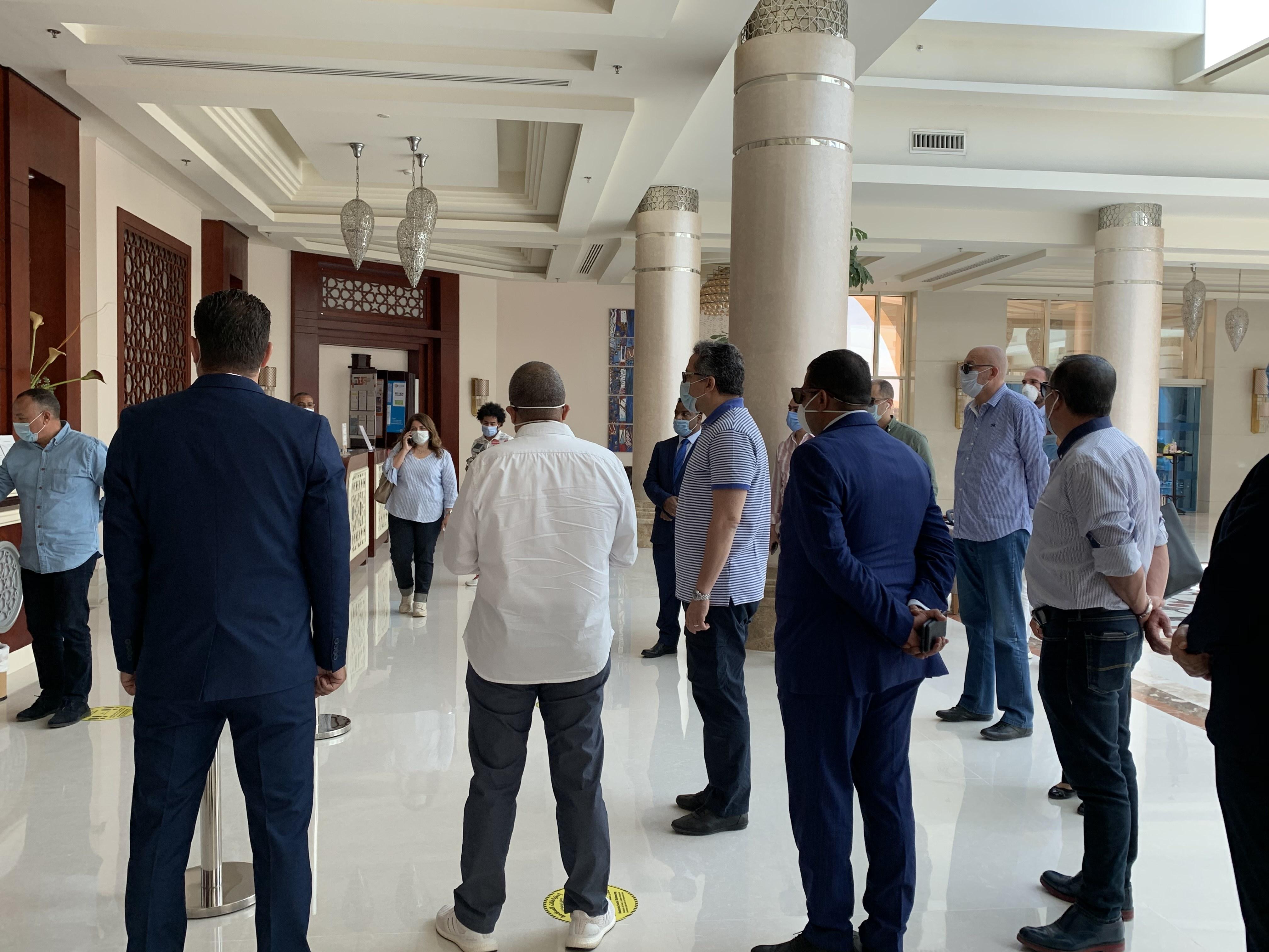 وزير السياحة يتفقد الضوابط بفنادق الغردقة  (8)