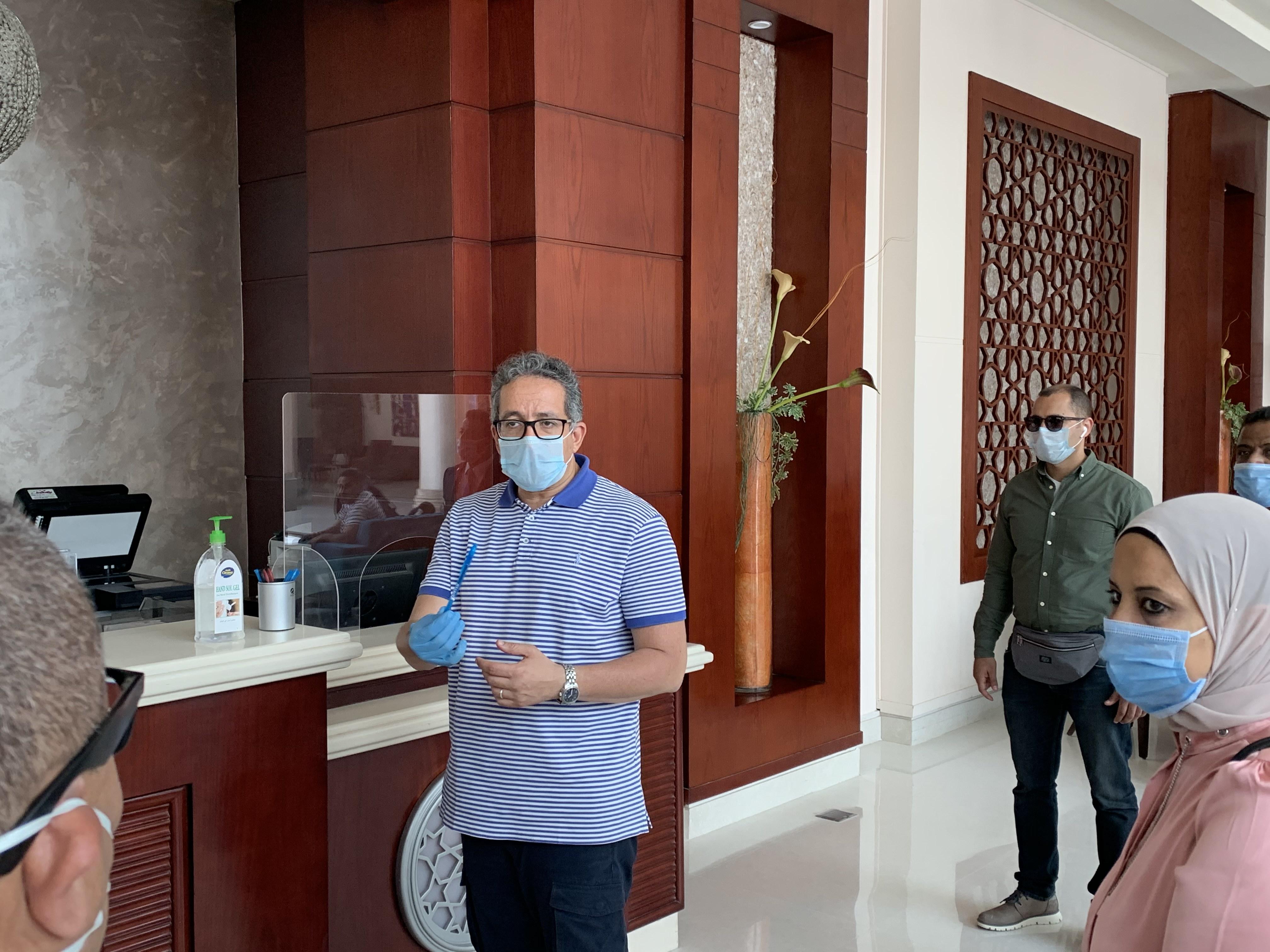 وزير السياحة يتفقد الضوابط بفنادق الغردقة  (11)