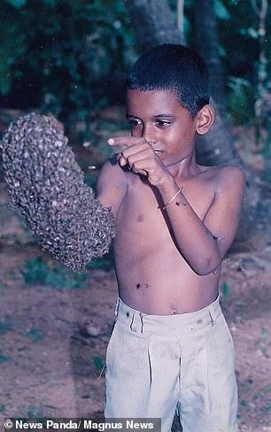 شاب هندى يغطى رأسه بـ 60 ألف نحله (5)